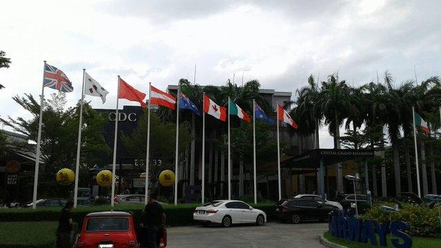 参观曼谷外围Crystal Design Center 设计家具集中地。